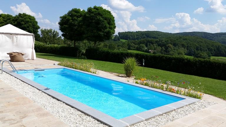 Lehet egy kerti medence is sósvizes fertőtlenítésű.